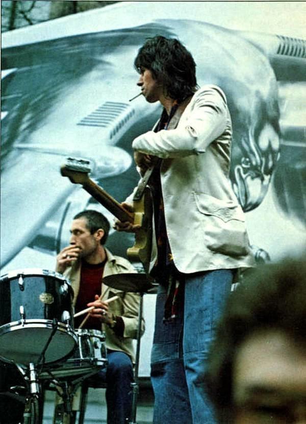 Кит Ричардс и Чарли Уоттс на сцене в Flatbed Truck, Нью-Йорк, 1975. Фото Варинг Эбботт. 1970-ые, Кит Ричардс, Музыка 20 века