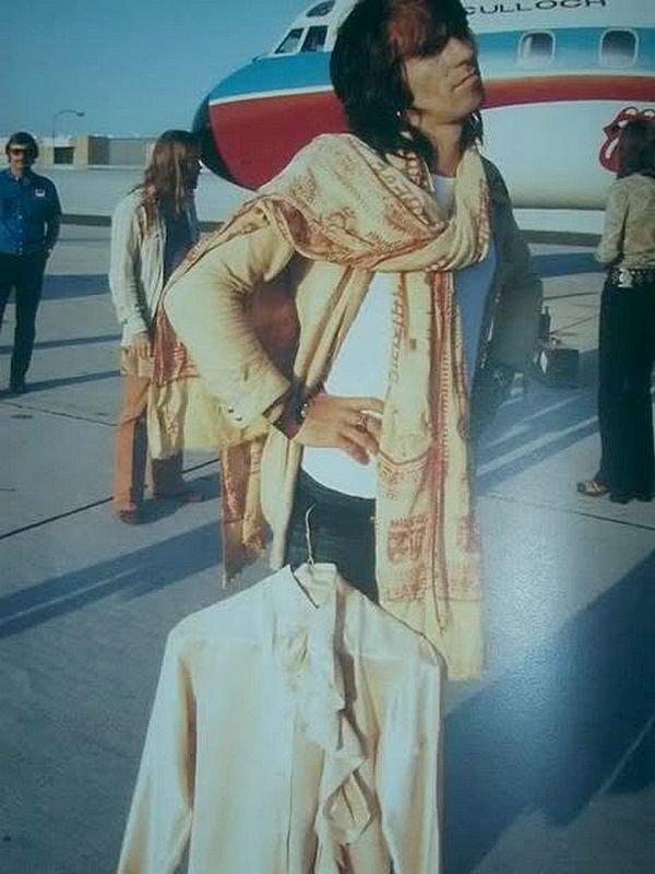 Кит Ричардс в аэропорту во время Американского тура Rolling Stones 1972 1970-ые, Кит Ричардс, Музыка 20 века