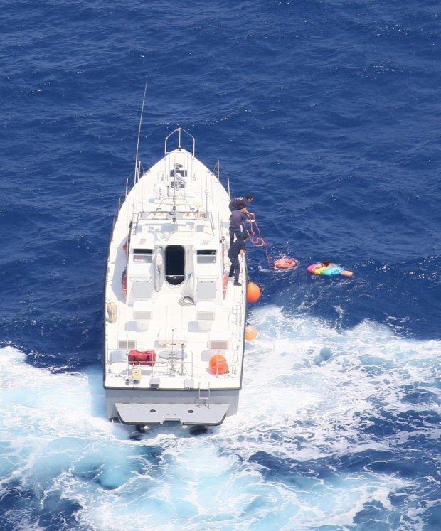 Туристка чуть не зажарилась заживо, проведя 21 час в море на матрасе греция, коварное течение, крит, несчастный случай, отдых, солнечные ожоги, туристы, чрезвычайное происшествие