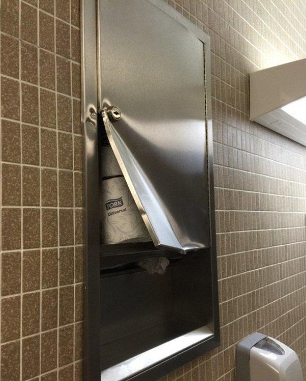 Пойдёшь на всё, когда в общественном туалете бумага вещи, клад, находка, неожиданно, потерянные вещи, прикол, юмор
