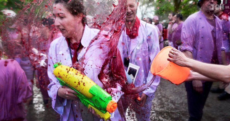 Во время фестиваля тратится более 70 тыс. литров вина Фестиваль, в мире, вино, испания, люди, праздник