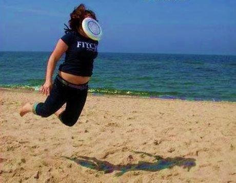Фрисби всегда знает, куда лететь жизнь, люди, отдыхающие, пляж, фейл, юмор