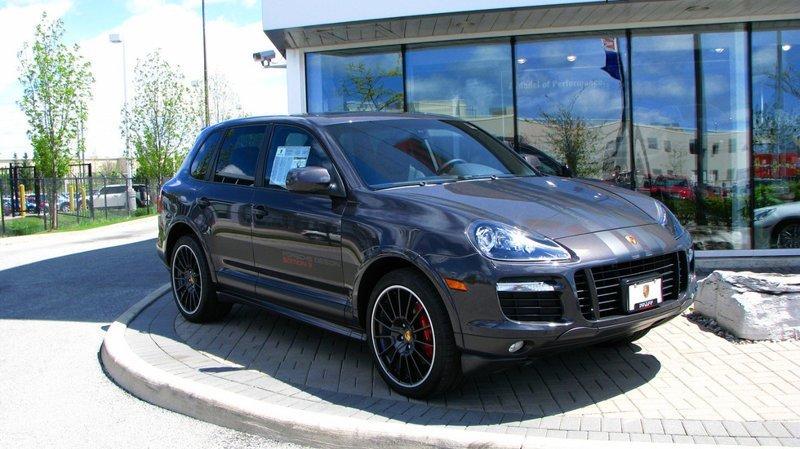 Дача на Кипре, Porsche в гараже. Сколько зарабатывают в Пенсионном фонде? пенсии, реформа, факты