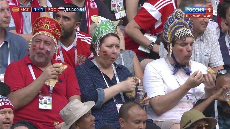 Трое в кокошниках и с хот-догами: вот так и становятся знаменитостями мем, мундиаль, победа сборной РФ, смешно, фотожабы, футбол, чм-2018