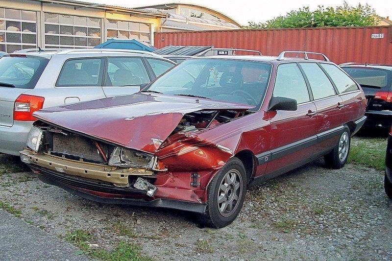 На сегодняшний день, пробег Ауди составляет почти 430 тысяч километров. Как для 32-летнего автомобиля это не так и много. За этот период серьезных поломок не было, а на всё про всё было потрачено 110 тысяч евро. audi, audi 100, авто, автомобили, деньги, ремонт авто, универсал