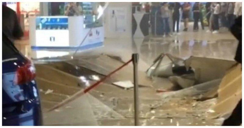 В иркутском ТЦ от прошедшего ливня рухнул потолок: видео ynews, Сильвер Молл, иркутск, обрушение потолка, фото и видео