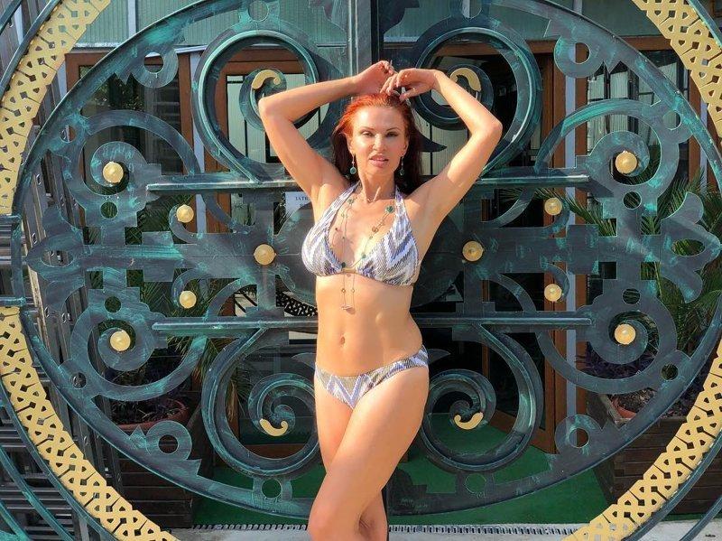 9. На отдыхе в Болгарии Бледанс показала фигуру в купальнике звездные тайны, звезды, звезды без фотошопа, папарацци, рассекретили звезд, фото