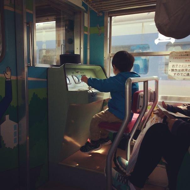 31. Детское сиденье в поезде  изобретение, инновация, мир, путешествие, факты, фото, япония