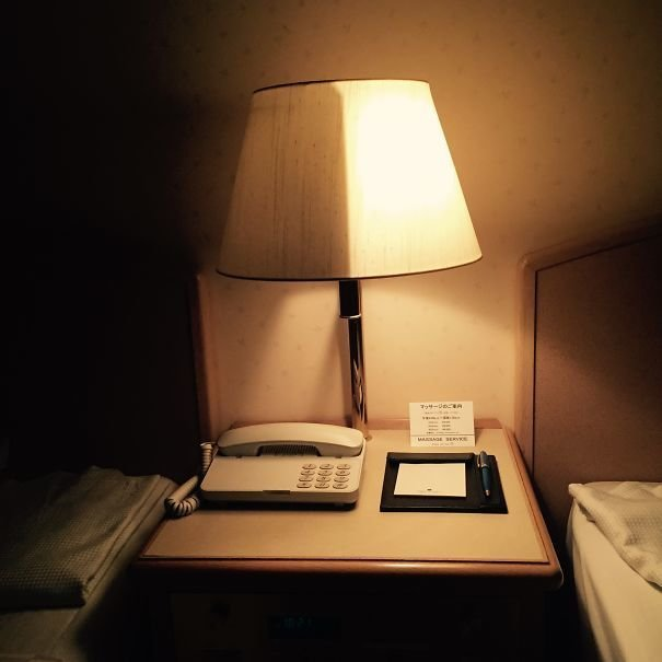 29. Прикроватная лампа в номере отеля, которую можно включить наполовину  изобретение, инновация, мир, путешествие, факты, фото, япония