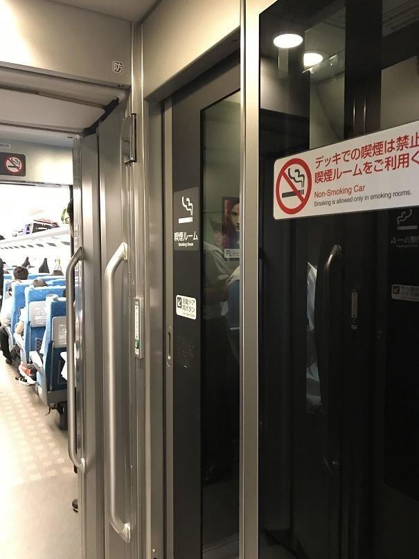 50. Кабинки для курения в поездах  изобретение, инновация, мир, путешествие, факты, фото, япония