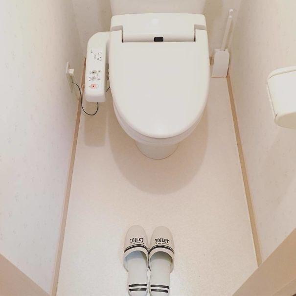 45. Японцы используют для туалета отдельные тапочки  изобретение, инновация, мир, путешествие, факты, фото, япония