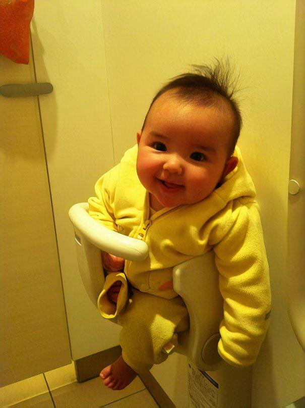 4. В туалетных кабинках оборудованы специальные сиденья для детей  изобретение, инновация, мир, путешествие, факты, фото, япония