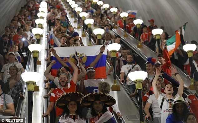 Как Москва гуляла всю ночь после победы над Испанией ynews, ЧМ 2018 Россия, ЧМ 2018 по футболу, гуляния, москва, победа, праздник, фоторепортаж