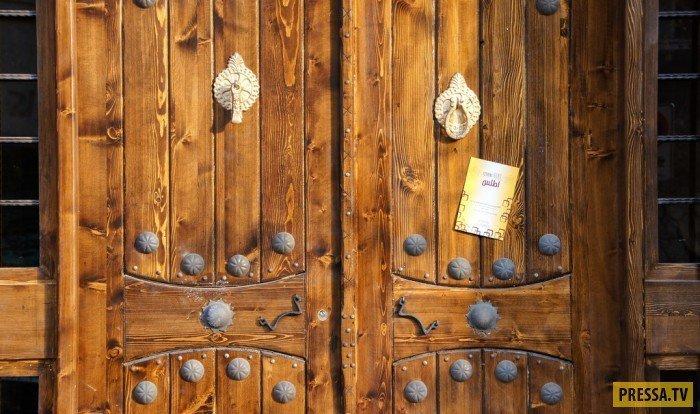 Дверные замки девушки, история, факты
