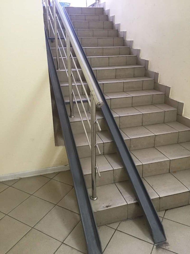 А на эти вы даже не сможете забраться на инвалидной коляске забота, инвалиды, пандус, россия, формальность, фото, юмор