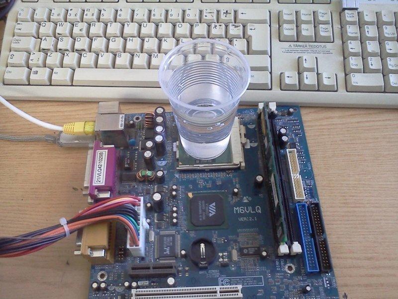 Можно использовать воду жара, интересное, компьютер, охлаждение, перегрев, фото, юмор