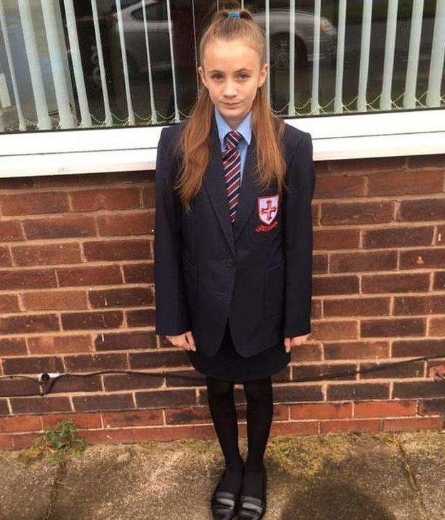 В 40 школах Британии девочкам запретили носить юбки, чтобы подддержать трансгендеров Priory School, gender-neutral uniforms, ynews, британия, запрет, трансгендеры