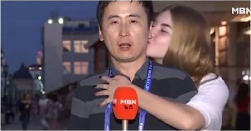 Корейского журналиста поцеловали несколько российских болельщиц, но он не расстроился видео, журналист, репортаж, репортер, спорт, футбол, южная корея, юмор