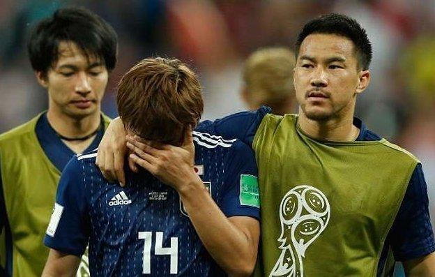 """Японские футболисты убрали раздевалку и оставили записку с единственным словом """"Спасибо"""" мундиаль, сборная Японии, уборка, удивительное рядом, футбол, чистота, чм2018"""