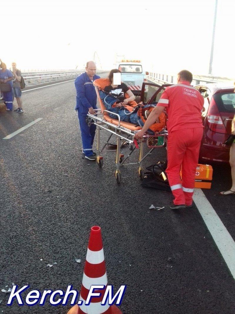Авария дня. Любительница селфи попала в ДТП на Крымском мосту авария, авария дня, авто, авто авария, видео, дтп, женщина за рулем, селфи