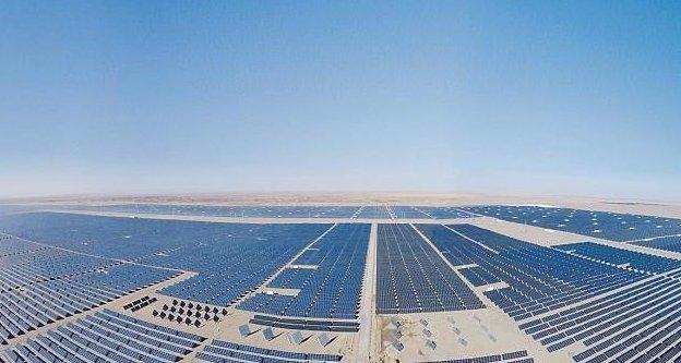 Мощность фермы на плотине Лунъянся составляет 850 МВт, этой электроэнергии достаточно для 200 тысяч домохозяйств Цинхай, китай, мир, солнечная батарея, солнечная ферма, солнце, электроэнергия
