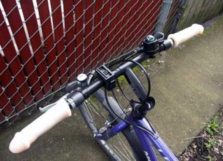 Ручки велосипеда? Почему бы и нет? альтернативное применение, дилдо, прикол, страпоны, фаллос, юмор