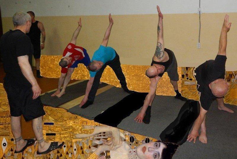 Уровень - Бог: сотрудники ФСИН с помощью Paint закрасили потрепанные стены колонии paint, ФСИН, заключенные, йога, очумелые ручки, спорт, фотошоп