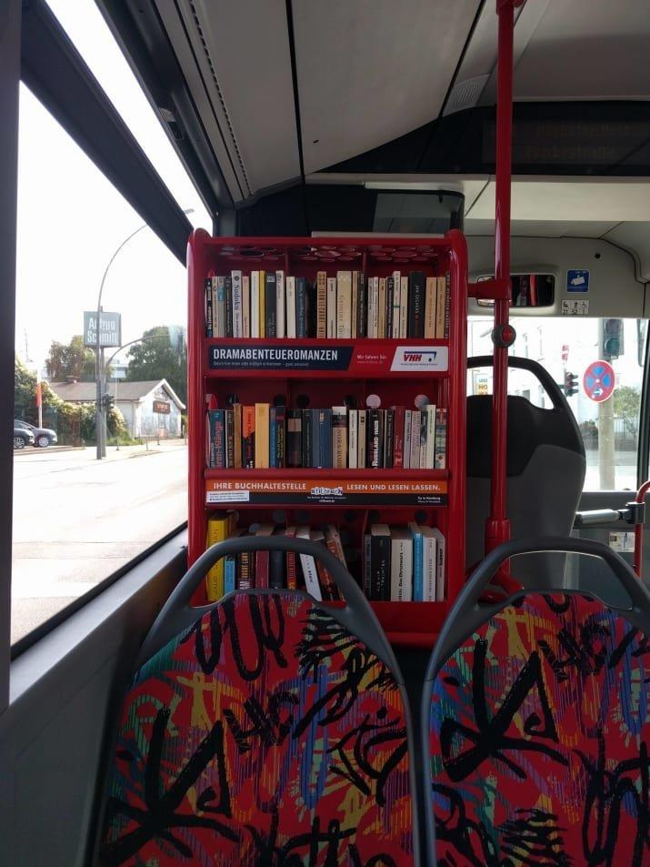 Библиотека прямо в автобусе! авто, автобус, для людей, интересное, люди, общество, транспорт
