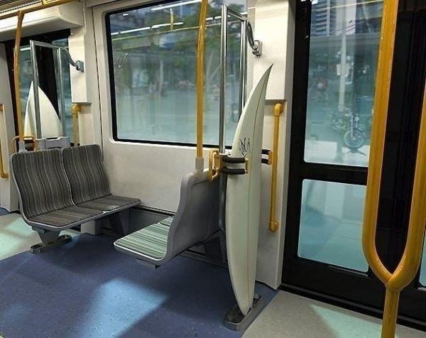В австралийских автобусах есть куда пристроить доску для сёрфинга авто, автобус, для людей, интересное, люди, общество, транспорт