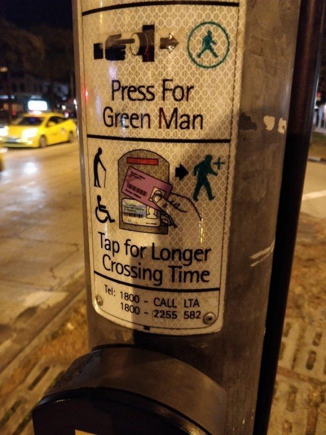 Благодаря этой кнопочке вы можете продлить сигнал светофора, если вам трудно передвигаться авто, автобус, для людей, интересное, люди, общество, транспорт