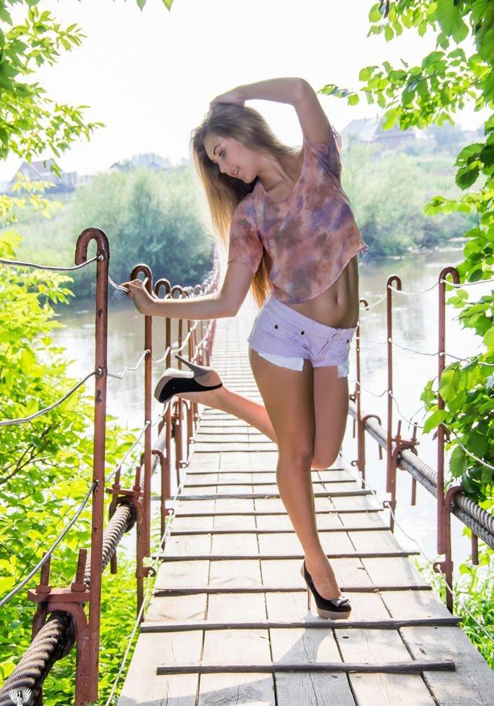 Симпатичные девушки в коротких шортах в коротких шортах, девушки, удачный кадр