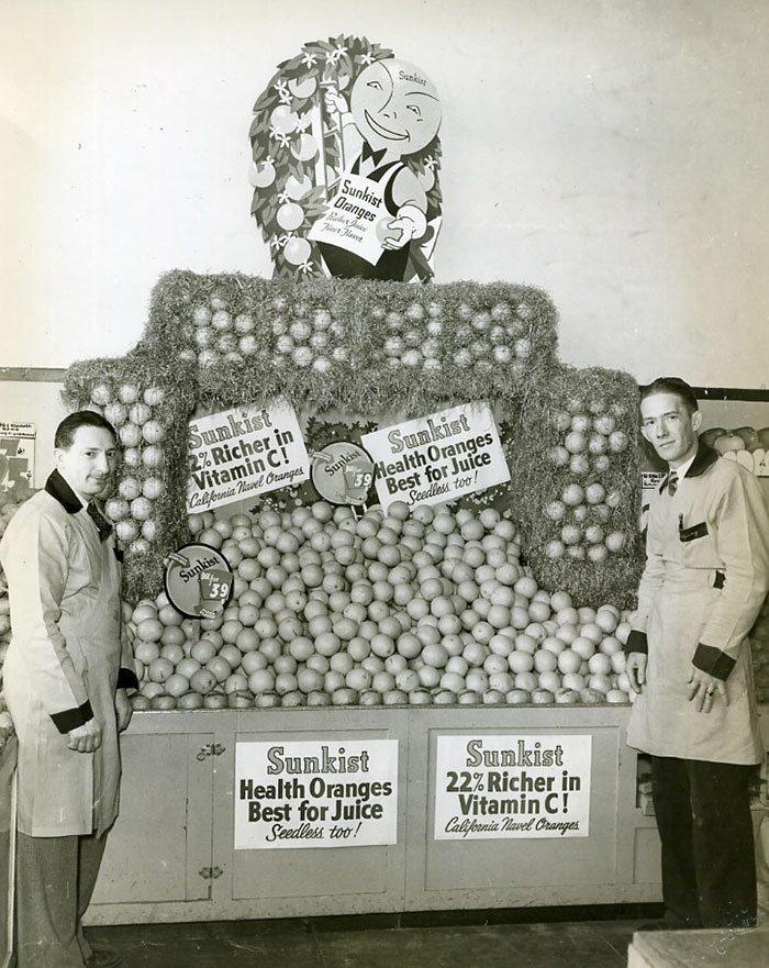 Апельсины в магазине Sunkist, 1940-е  винтаж, магазин, ретро, супермаркет, сша, универсам, фотография