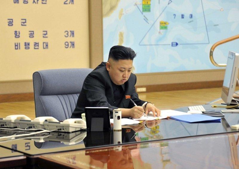 4. Руководитель КНДР, Ким Чен Ын где решают вопросы президенты, глава страны, главы государств, кабинет президента, президенты, рабочие кабинеты президентов