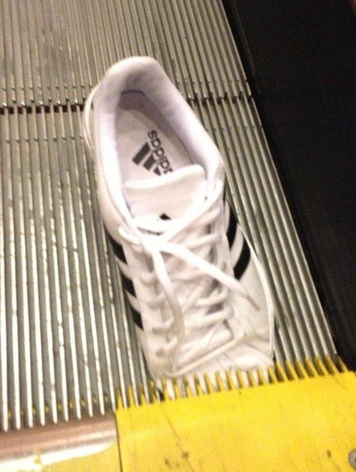 Всегда боюсь, что это может случиться на эскалаторе неприятности, прикол, худший день, юмор