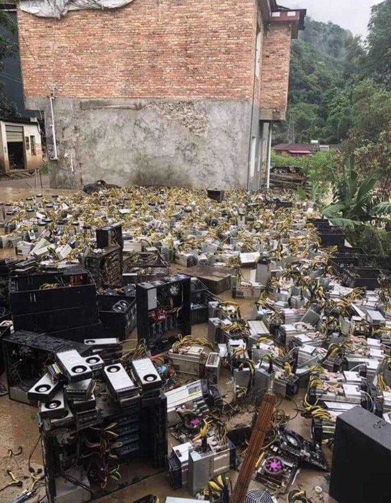 Наводнение затопило ферму по майнингу биткоинов неприятности, прикол, худший день, юмор