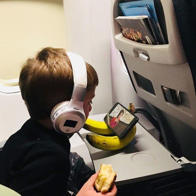 Бананы — это не только ценные углеводы, но ещё и хорошая подставка под телефон бесполезные изобретения, прикол, юмор