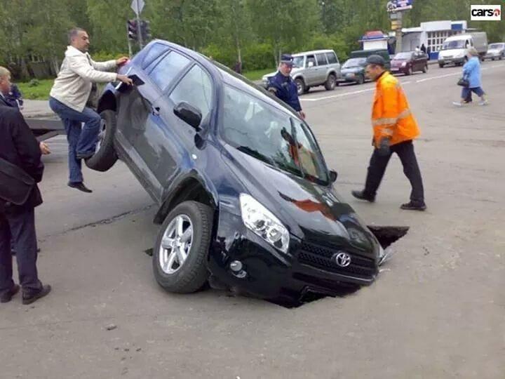 Машинку жалко... всячина, дороги, жизнь, провалы, юмор, ямы
