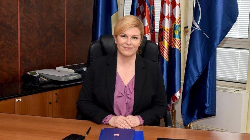 Президент Хорватии прилетела экономом, посмотрела матч с обычными фанатами и пригласила Путина в Сочи в мире, люди, президент, спорт, футбол, хорватия