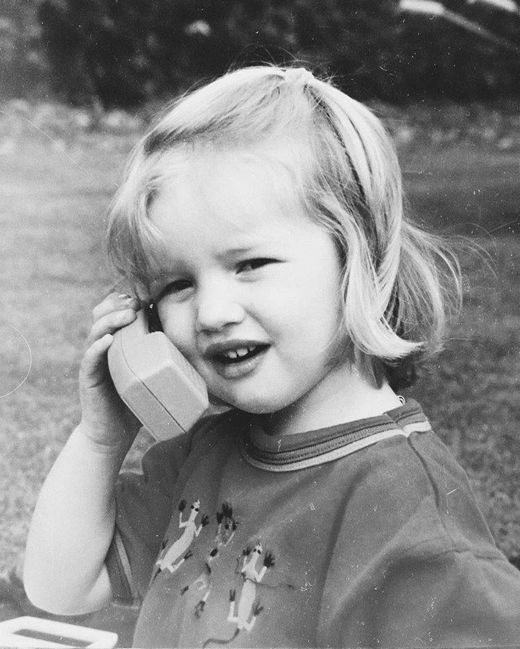 Роузи Хантингтон-Уайтли детсво, знаменитости, люди, тогда и сейчас, фото