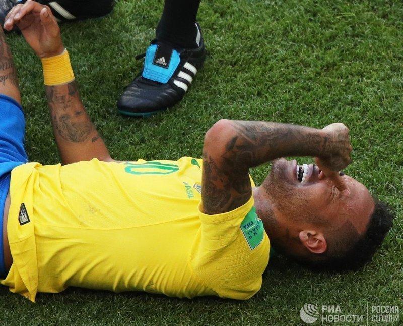 СМИ подсчитали время, которое Неймар провел, лежа на газонах во время матчей ЧМ-2018 #Neymar #BRA #rtsvesti, #worldcup, неймар, спорт, футбол, чм2018