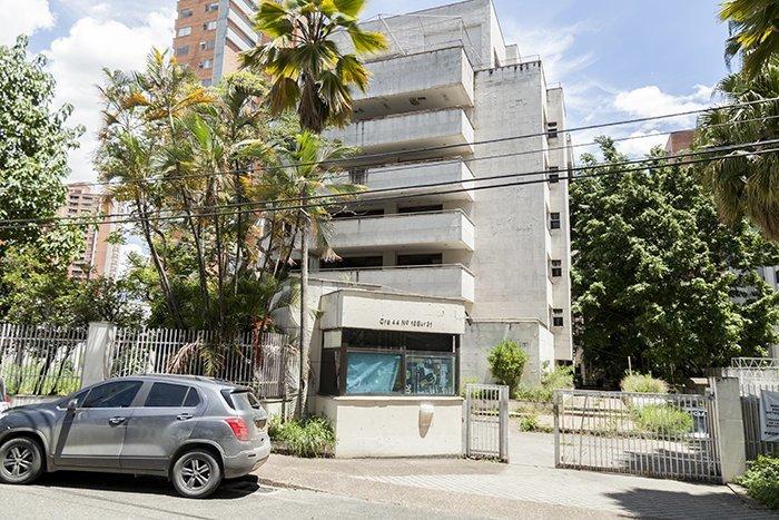 Неподалеку от особняка располагается здание, в котором пряталась семья Эскобара  Медельин, Пабло Эскобар, знаменитость, колумбия, наркобарон, особняк, пейнтбол