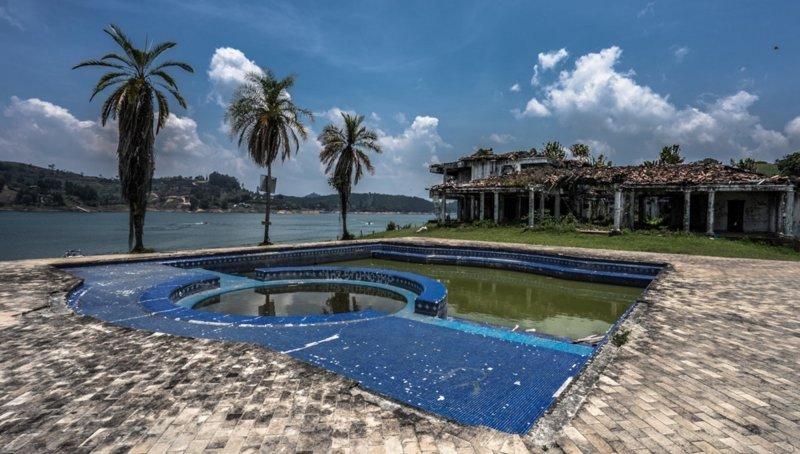 У кокаинового короля было много особняков по всему миру, но самый главный из них располагался в его родном городе Медельин, Пабло Эскобар, знаменитость, колумбия, наркобарон, особняк, пейнтбол