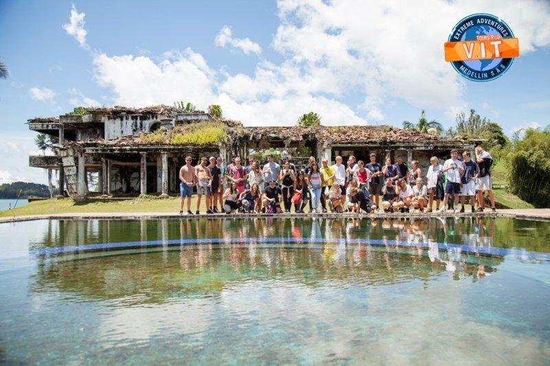За пару десятилетий дом превратился в руины и стал ареной для игры в пейнтбол  Медельин, Пабло Эскобар, знаменитость, колумбия, наркобарон, особняк, пейнтбол