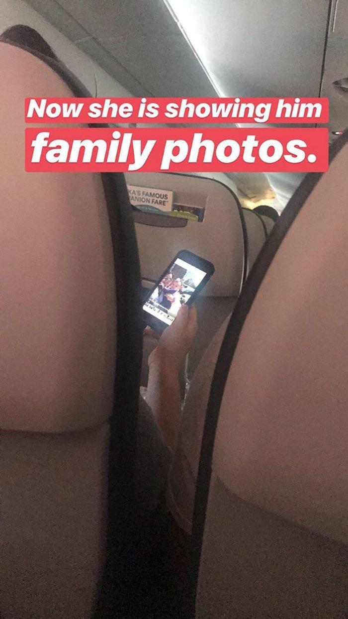 """""""А теперь она ему показывает семейные фотографии"""" и такое бывает, парочка, прикол, самолет, соцсети, соцсети жгут, твиттер, трансляция"""