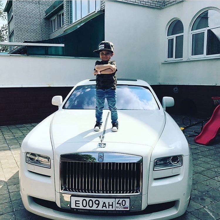 13. Родители сами растят из детей мажоров, приучая, что с деньгами - все возможно богатые детки, детки-мажоры, дорого богато, золотая молодежь, мажоры