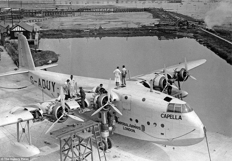 Short S-23 авиакомпании Imperial Airways располагал салоном, туалетом, кухней, местами для грузов, почты и экипажа. Imperial Airways существовала с 1924 по 1940 годы, затем став частью British Airways Ltd. авиалайнер, авиация, интересно, исторические фото, история, книги, редкие фото, самолеты