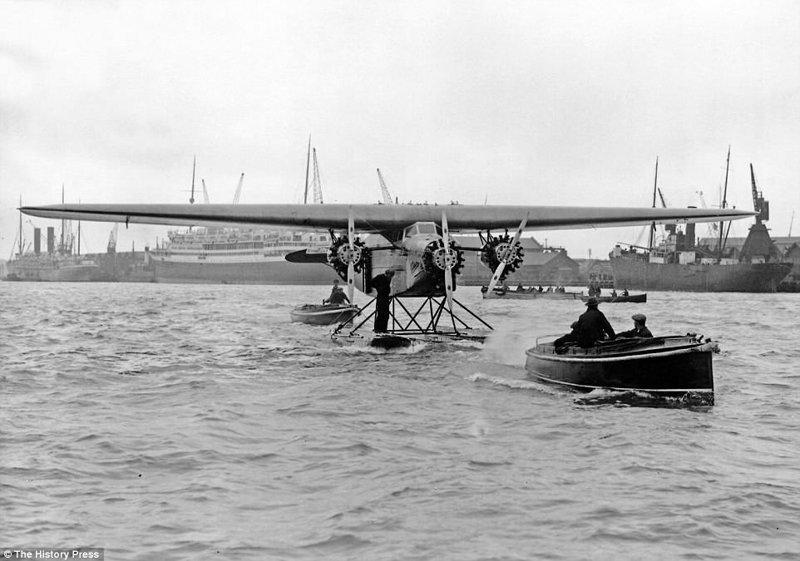 """Датский авиалайнер Fokker F.VII, разработанный авиастроительной компанией """"Fokker"""" в 1924 году. На этом самолёте был совершён первый сверхдальний перелёт через Тихий океан. авиалайнер, авиация, интересно, исторические фото, история, книги, редкие фото, самолеты"""