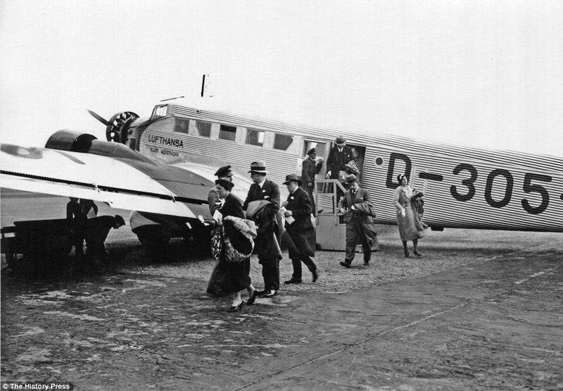 Немецкий авиаперевозчик Lufthansa эксплуатировал Junkers Ju 52 в период с 1930-х по 1980-е. авиалайнер, авиация, интересно, исторические фото, история, книги, редкие фото, самолеты