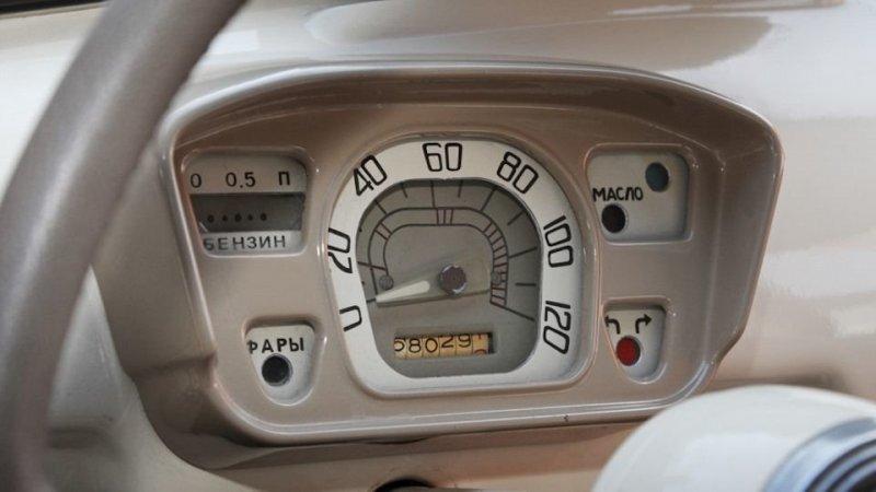 Приборная панель ранних выпусков (до 1964 г.) не имела указателя температуры масла, вместо него была контрольная лампа перегрева авто, автомобили, заз, заз 965, запорожец, олдтаймер, ретро авто
