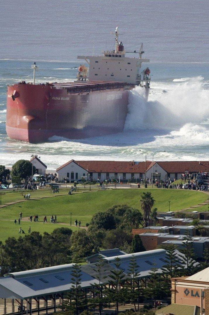 Сравните размеры зданий и севшего на мель танкера в мире, вещи, размер, удивительно, фото